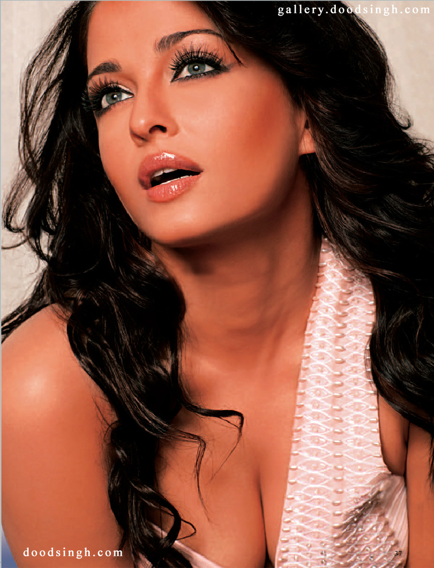 Aishwarya Rai Cleavage Picture